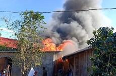 Lâm Đồng: Cháy lớn trong khu dân cư, lửa bốc cao đến chục mét