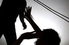 Thấy mẹ bị hành hung, thanh niên 21 tuổi đánh chết cha dượng