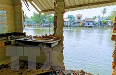 Cần Thơ: Sạt lở trên sông Trà Nóc, 12 căn nhà bị sụp một phần