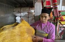 Người phụ nữ Mường gìn giữ nghề dệt vải thổ cẩm ở xứ Thanh