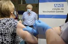 Tiêm chủng vaccine ngừa COVID-19 giúp giảm ca mắc và tử vong ở Anh