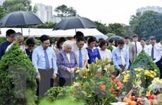 Dâng hương tưởng niệm nhân 100 năm ngày sinh đồng chí Nguyễn Cơ Thạch