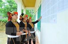 Niềm tự hào và trách nhiệm công dân khi cầm trên tay lá phiếu bầu cử