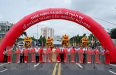 Phó Chủ tịch nước cắt băng khánh thành cầu Nguyễn Thái Học ở An Giang