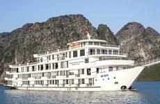 182 người bị cách ly trên tàu du lịch sau chuyến thăm Vịnh Hạ Long