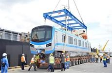 Thêm hai đoàn tàu tuyến metro số 1 Bến Thành-Suối Tiên về tới TP.HCM