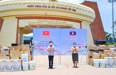 Quảng Trị trao tặng vật tư y tế phòng, chống dịch cho 3 huyện của Lào