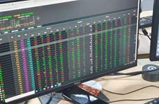 Thanh khoản đạt gần 1 tỷ USD, cổ phiếu chứng khoán đồng loạt tăng trần