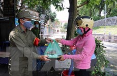 Những suất cơm ấm tình người nơi tâm dịch COVID-19 ở Bắc Ninh