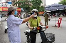 Tạm đình chỉ Chủ tịch xã ký giấy cho người dân đi chợ trong vùng dịch
