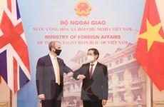 [Photo] Bộ trưởng Bùi Thanh Sơn hội đàm với Bộ trưởng Ngoại giao Anh