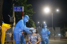 [Photo] Trắng đêm xét nghiệm COVID-19 cho 40.000 người dân Bình Dương