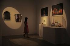 Cuộc sống đa sắc màu trong triển lãm 'Chúng ta đang nghịch gì'