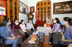 Phó Chủ tịch nước Võ Thị Ánh Xuân thăm các gia đình tiêu biểu ở Hà Nội