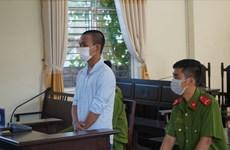 Phạt tù nam thanh niên dùng gạch tấn công cảnh sát tại chốt kiểm dịch