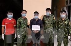 Bắt giữ đối tượng vận chuyển trái phép cần sa vào Việt Nam