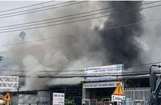 Đồng Nai: Cháy lớn tại cửa hàng phụ tùng ôtô, ngay gần cây xăng