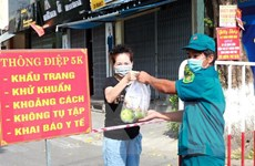 Quảng Ngãi: Những 'chiến binh thầm lặng' trên tuyến đầu chống COVID-19