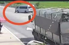 Khởi tố tài xế đâm cảnh sát rồi bỏ chạy khỏi chốt kiểm dịch COVID-19