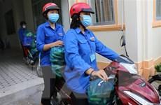 Chuyện về những 'shipper áo xanh' đi chợ, thu mua nông sản giúp dân