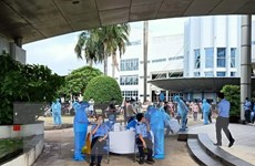 Vượt qua 10.000 ca, Bình Dương huy động 20.000 người giúp ngành y tế