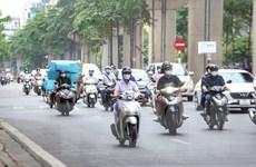 [Photo] Đường phố Hà Nội vẫn đông đúc trong buổi sáng đầu tuần