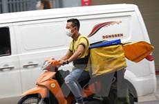 Hà Nội: Nhiều 'shipper' không đội mũ bảo hiểm khi lưu thông trên đường