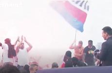 [Video] Cổ động viên PSG phát cuồng khi tận mắt nhìn thấy Leo Messi