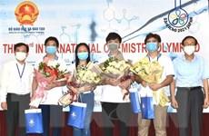 Hà Nội: Khen thưởng học sinh xuất sắc tại Kỳ thi Olympic Hóa học