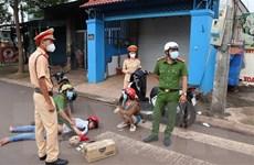Bình Phước: Truy đuổi hơn 1km, bắt giữ đôi nam nữ vận chuyển ma túy đá