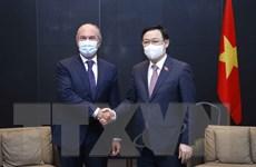 Chủ tịch Quốc hội Vương Đình Huệ tiếp các doanh nghiệp quốc tế