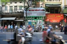 Bảo Phương đóng cửa, người dân vẫn xếp hàng dài mua bánh Trung Thu