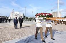 Hình ảnh Chủ tịch nước đặt vòng hoa tại Tượng đài anh hùng Jose Marti