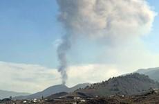 Dung nham từ núi lửa ở Tây Ban Nha lan đến biển, gây lo ngại khí độc