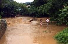 Cứu hộ thành công 3 người bị mắc kẹt trong mưa lũ ở Quảng Trị