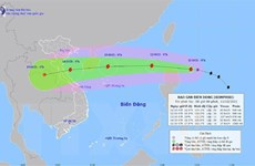 Ngày 13/10, bão Kompasu đi vào Biển Đông và tiếp tục mạnh thêm