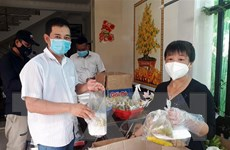 Sóc Trăng: Cặp vợ chồng chung sức nấu cơm hỗ trợ người ở khu cách ly