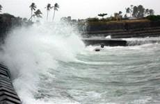Bình Định: Hai người bị sóng biển cuốn mất tích khi đang câu cá