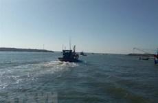 Bình Định: Tìm kiếm ngư dân mất tích tại cửa biển Tam Quan