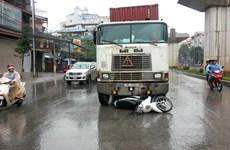 Tạm giữ hình sự tài xế container đâm xe Cảnh sát giao thông
