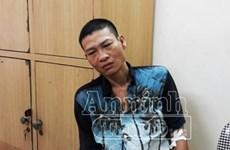 Hà Nội: Giải cứu người phụ nữ bị đối tượng dùng dao khống chế