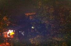 Hà Nội: Cây xà cừ cổ thụ bật gốc trong đêm, một người bị thương