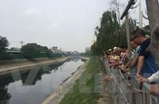 Hà Nội: Phát hiện thi thể đàn ông nằm úp mặt trên sông Tô Lịch