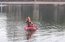 [Video] Tìm vớt xác thanh niên lao xuống hồ Thiền Quang nghi tự tử
