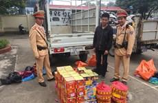 Hà Nội: Bắt quả tang một xe tải chở lậu gần 100 sản phẩm pháo