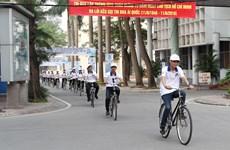 Sinh viên đạp xe kêu gọi Thành phố an toàn cho trẻ em gái
