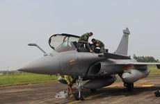 [Photo] Cận cảnh chiến đấu cơ Rafale của Pháp tại sân bay Nội Bài