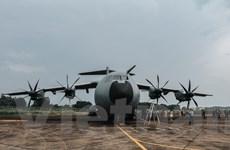 [Photo] Trải nghiệm cùng máy bay quân sự Pháp trên bầu trời Hà Nội