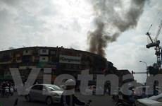"""Hà Nội: Người dân hoảng hốt vì khu tập thể cũ """"bốc hỏa"""""""