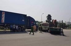 Hà Nội: Tai nạn liên hoàn trên đại lộ Thăng Long, 2 người tử vong